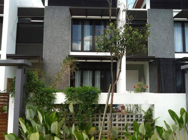 Spacious 3 storey house in Cyberjaya.