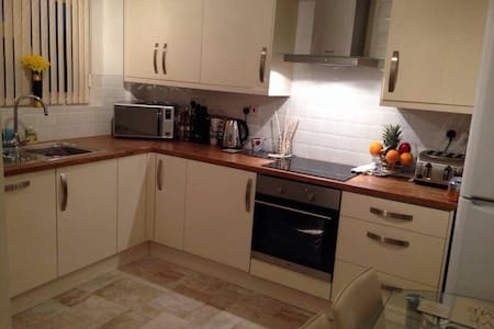 Beautiful double room in Solihull - Apartment
