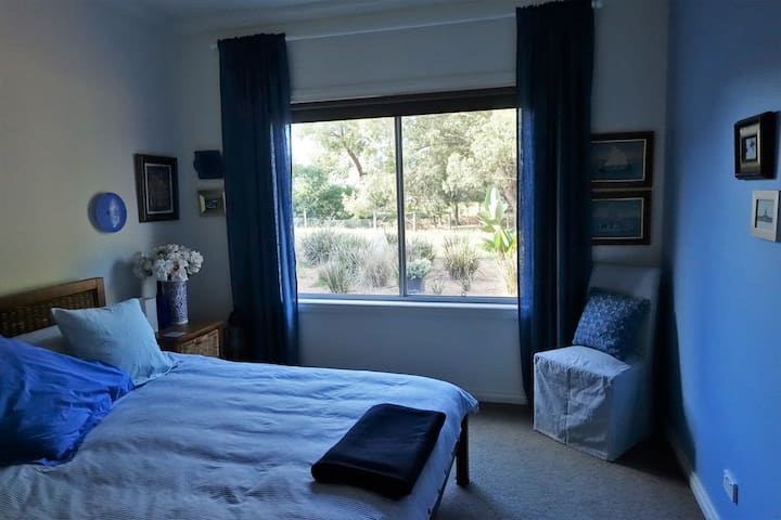 Peace by the Tambo River, Metung - The Blue Room