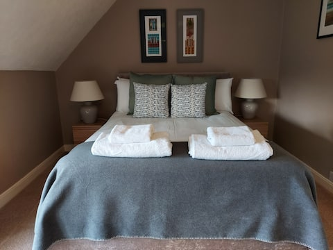 Stylish & Private 5☆ Suite, Lovely Beach Walks Pub