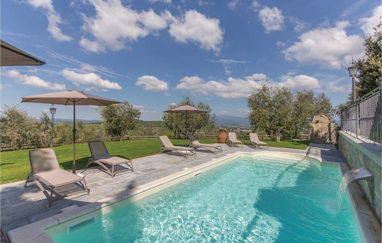 Holiday apartment with 2 bedrooms on 47m² in Arezzo