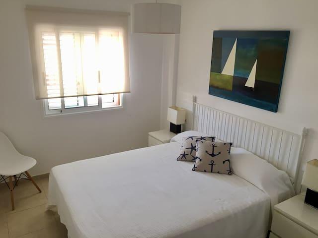 Dormitorio con cama 1,60x2,00 metros