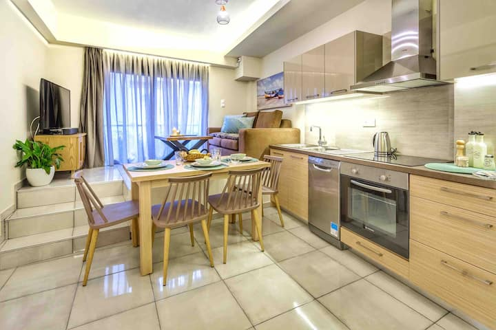 Hersonissos Center Apartment.2 min from Beach.