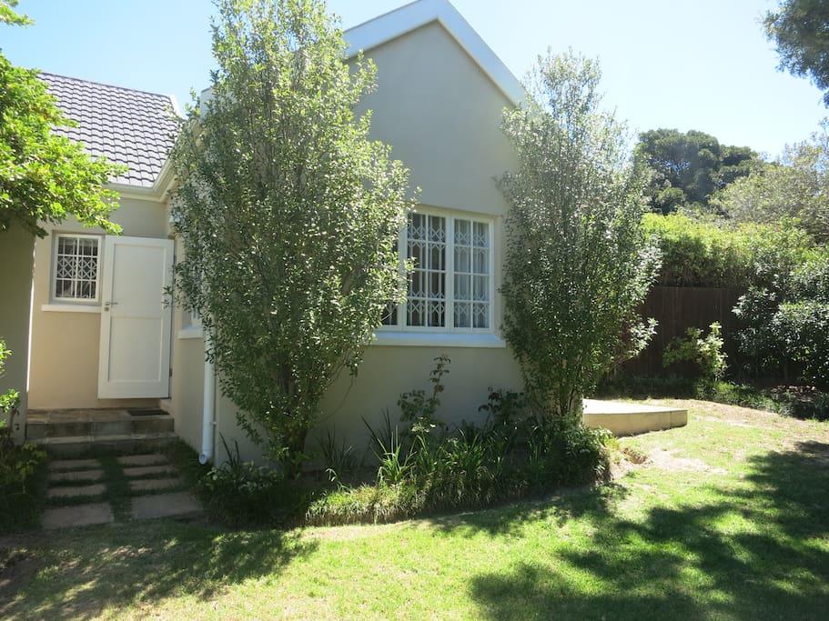 Guest Cottage Private Entrance