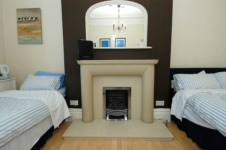 Huge Room, sea view, 6 ppl, WIFI - Whitley Bay - Loft