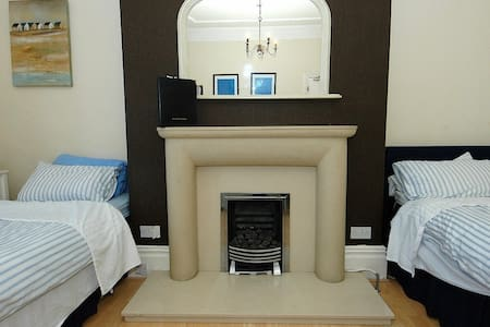 Huge Room, sea view, 6 ppl, WIFI - Whitley Bay