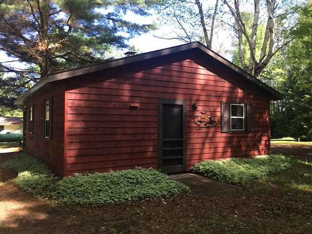 Memory Lane Cottages - Cabin # 2 - Heron Hideaway