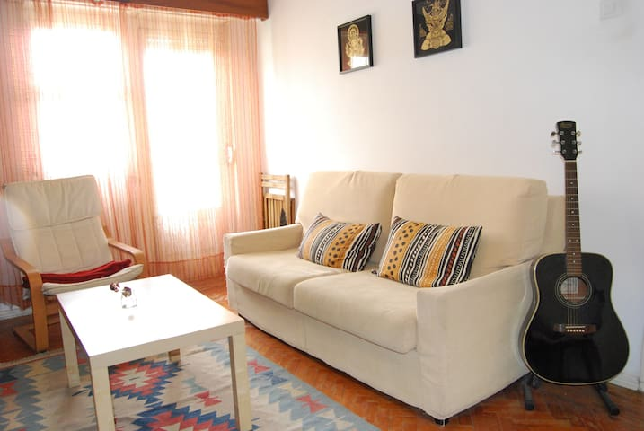 By the river vintage flat - Cruz Quebrada - อพาร์ทเมนท์