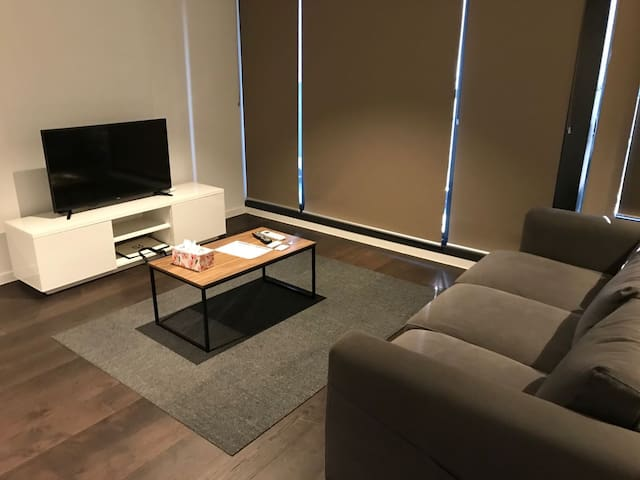 3 beds apartment in central CBD - free tram zone