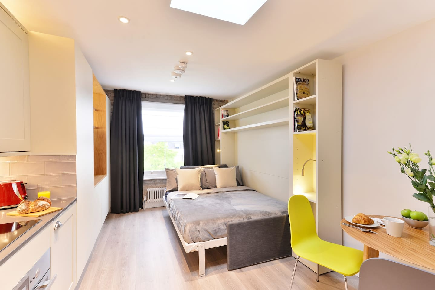 Nice and calm studio, with beautiful views to the garden. Comfortable wall bed. Latest technology system, easy to use and space efficient to enjoy as much as possible your stay. The bed will be ready for your arrival.