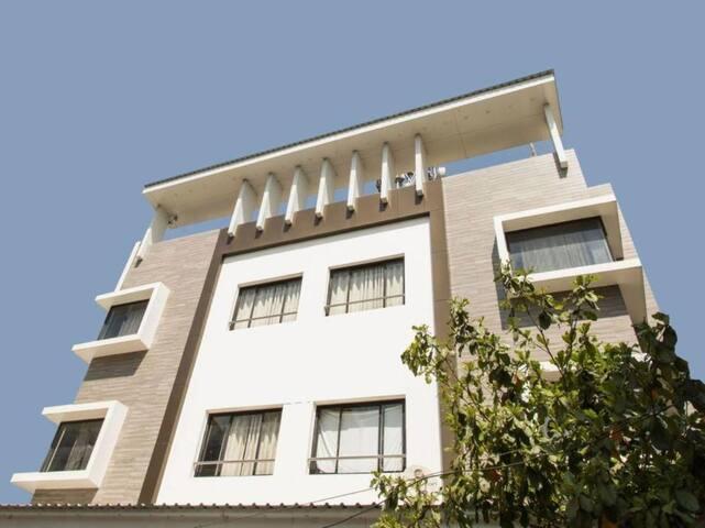 Deluxe AC room @Hotel Maheshwari Avenue, Ujjain
