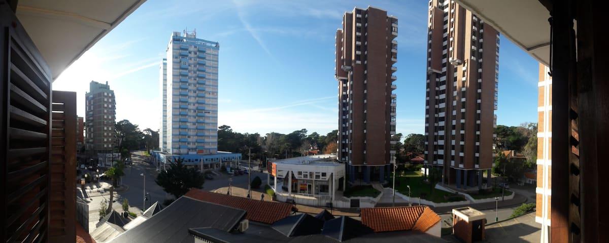 Centro de Pinamar, 4 cuadras de  la playa. Wifi!