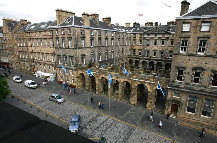 Parliament Sq1,  300m to Edinburgh Castle