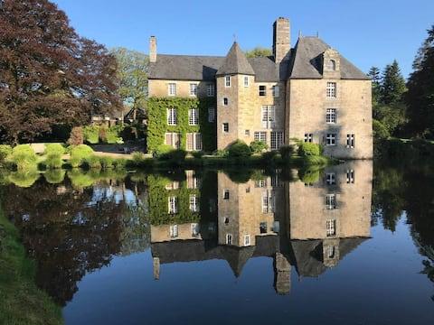 16th century Manor / Mont Saint Michel's Bay