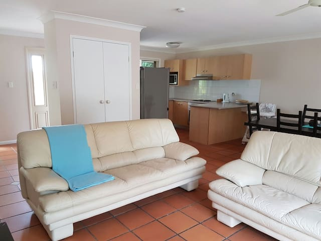 Rafters Family Holiday Home - Oxenford - Hus