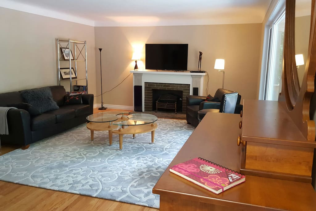 "Spacious and inviting LR with 50"" 3D Smart TV, 3D Blu-ray player, Internet connection and unlimited WiFi"