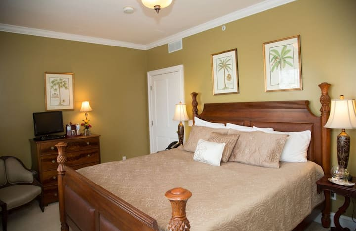 Almondy Inn - Plantation Room