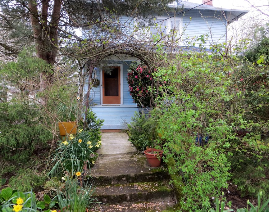 Two bedrooms in 1910 Farmhouse in North Portland just 13 blocks from the University of Portland