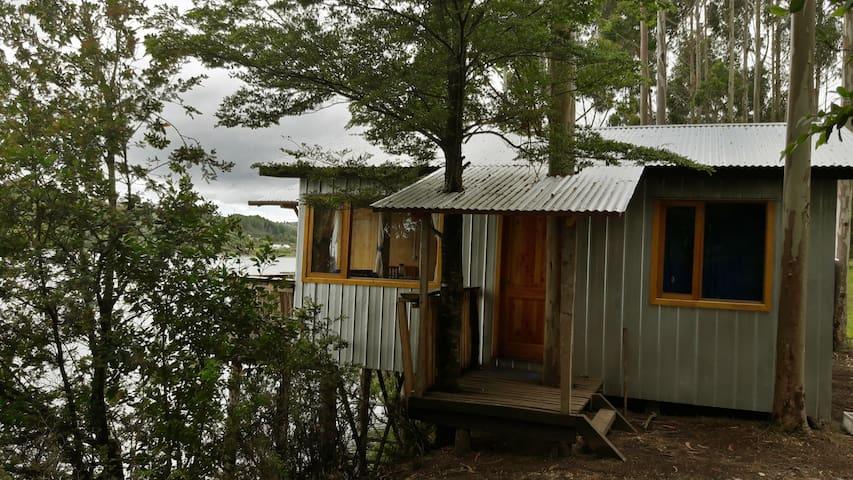 Hermosa cabaña al borde del estero Paildad