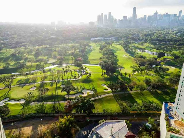 Golf View near Burgos Circle/St.Luke's+ WiFi!