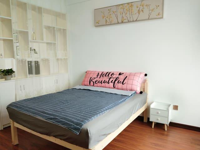 湘西吉首市文艺路步步高和盛堂商业城附近简洁小公寓