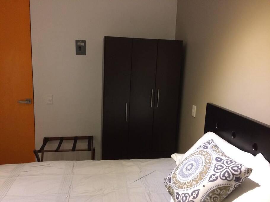 Cama y closet