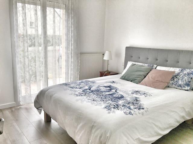 Chambre Cosy et lumineuse avec PDJ - Pacé - Villa