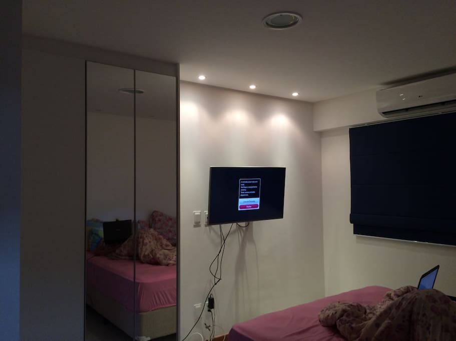 Quarto com ar, tv, cama queen
