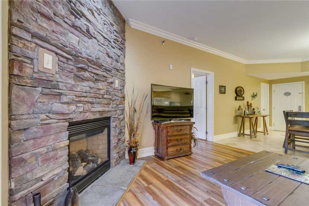 Baskins Creek 106 - Living Room with Fireplace