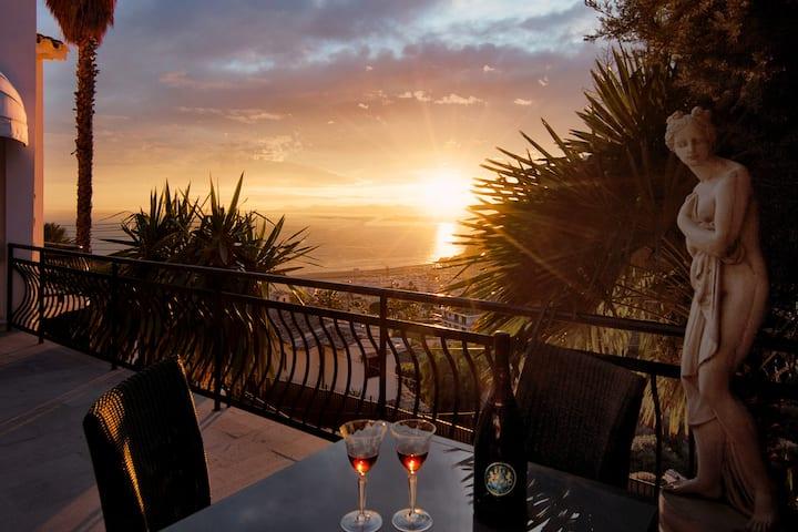 Luxury pool villa dreamlike sea view  Nice- Port