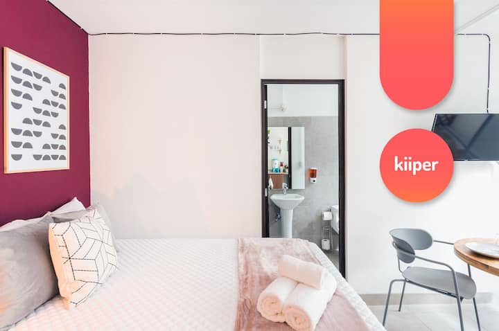 kiiper | Comfy Studio with Sunny Patio | 2 PPL