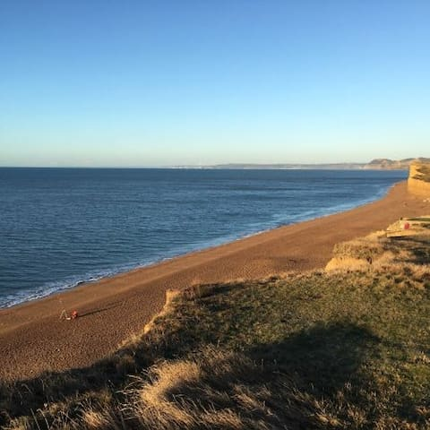 Burton Bradstock flat near the sea