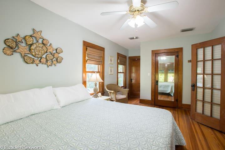 Large bedroom, large walk-in closet