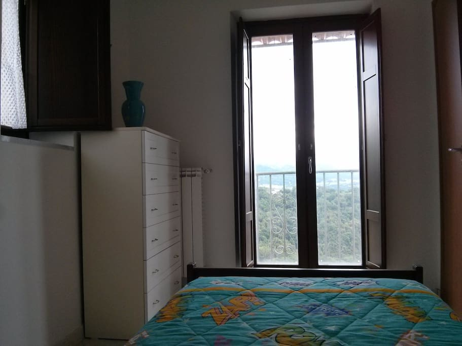 Single bedroom with view on the valley (Camera da letto singolo con vista)