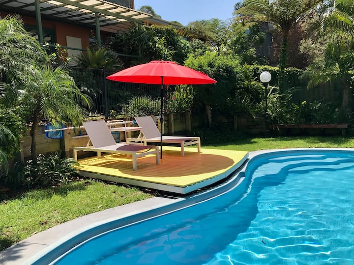 Private family retreat with aircon & pool.