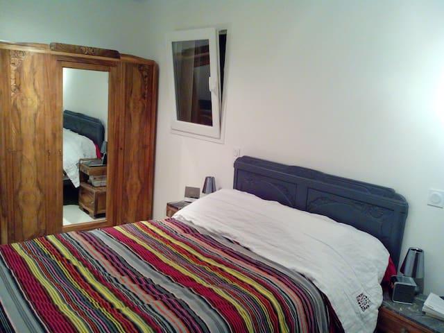 loue chambre chez l'habitant de 13m2  lit double - Lussas - วิลล่า