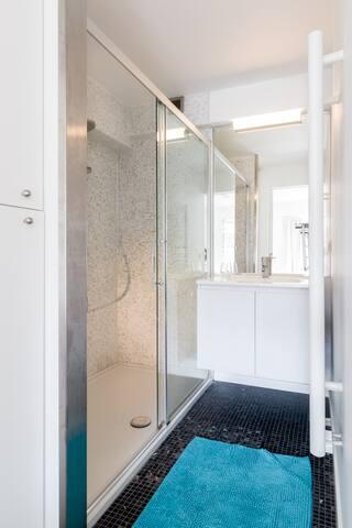 Bathroom n.1