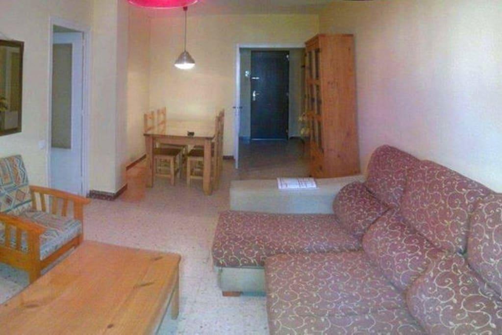 Salón luminoso con balcón, sofá cama, LEDTV, Internet/Wifi.