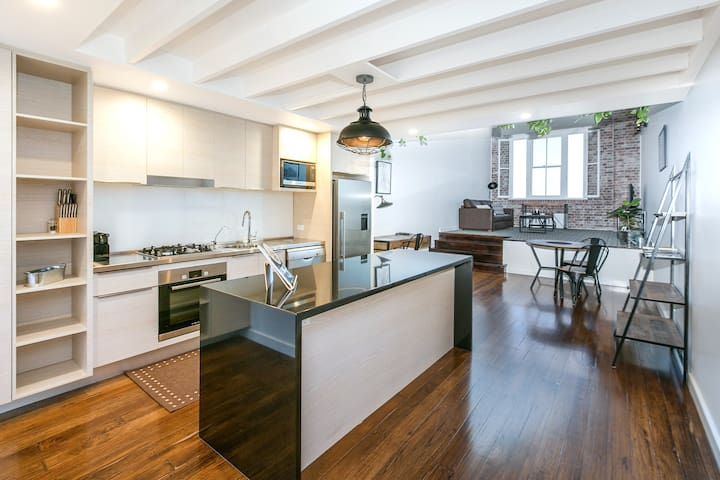 The Ansonia Woolstore Apartment | 1 Bed