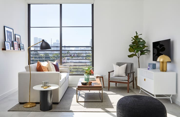 Domio Wynwood | Hip One Bedroom Suite | Laundry + Pool + Gym