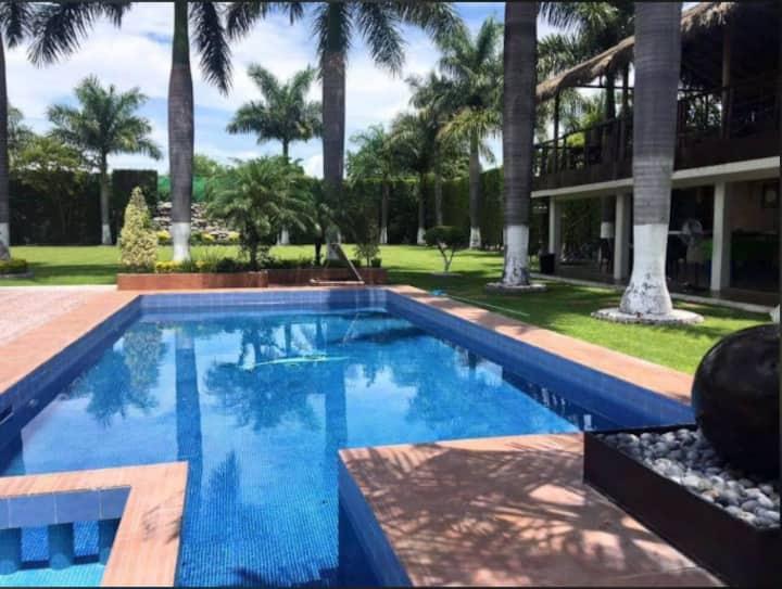Exclusiva residencia  en Tequesquitengo Morelos