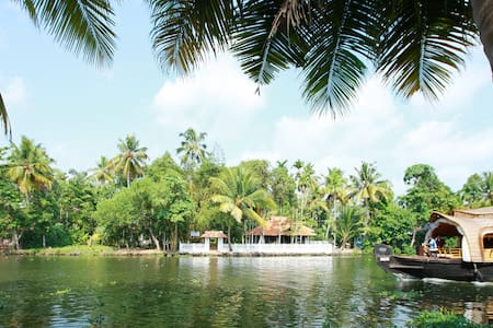 Lovely Island stay in punnamada lake Double Bed - Alappuzha