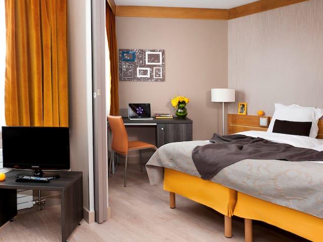 App- hotel Paris 25-26 juillet