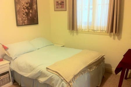 Ensuite double room close to beach. - South Coogee