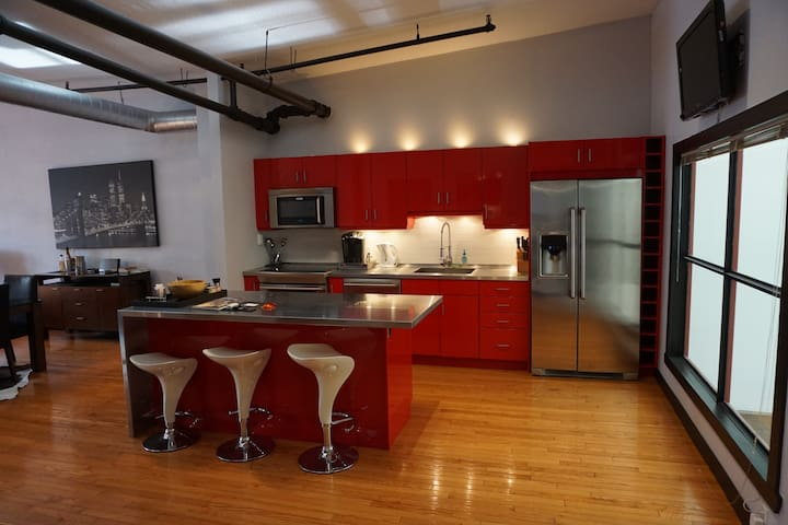 Amazing Modern Open Concept Downtown Loft