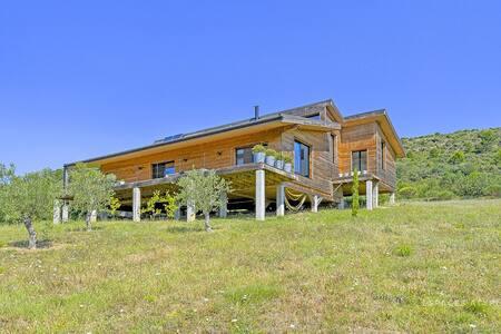 Maison contemporaine dans le massif des Corbières