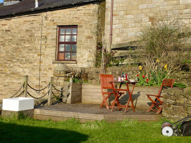 Pretty retreat by the Peaks, cosy getaway cottage - Bollington - Hus