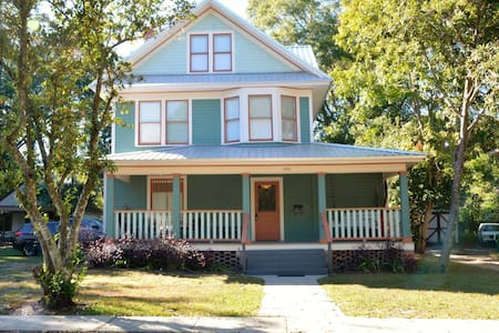 Historic Home Walking Distance to Downtown - DeLand