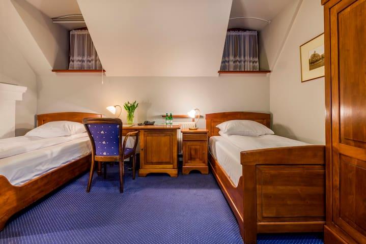 TWIN pok. 2-osobowy - osobne łóżka - Dworek 1885