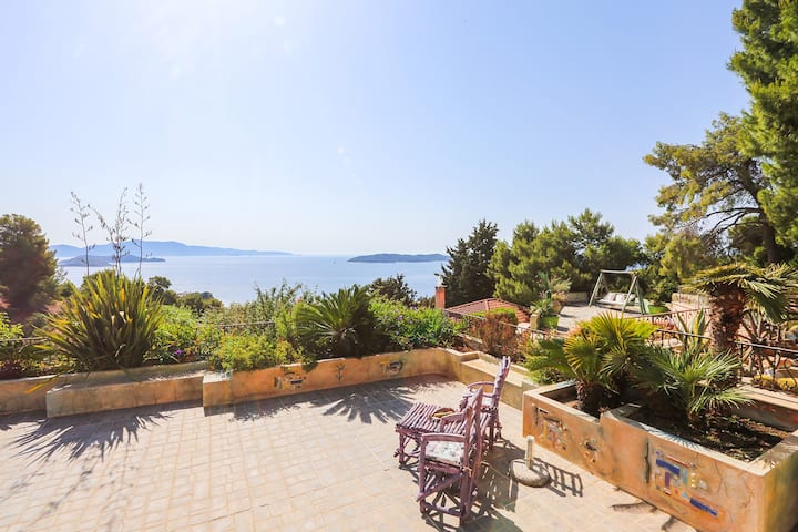 """Absolute vacation apartment """"Nest""""in Villa Stratos"""